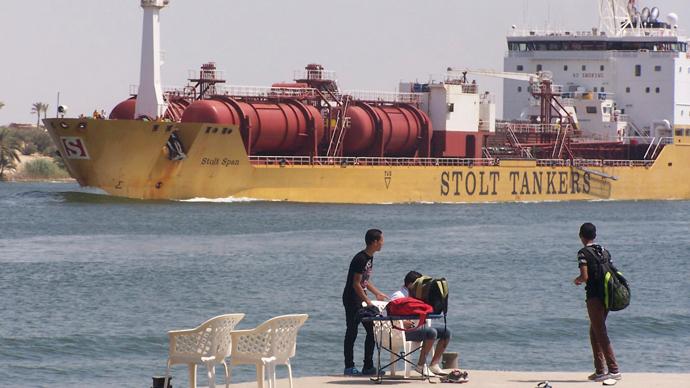 Suez Canal (Reuters / Stringer)