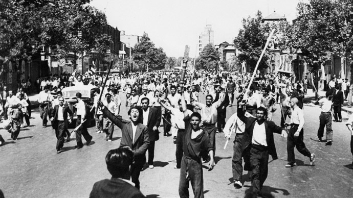 Monarchist demonstrators in Tehran downtown, August 26, 1953. (AFP Photo)