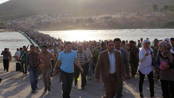 Thousands of people flowed from Syria across the Peshkhabour border crossing into Iraq's Dohuk Governorate (Photo from www.unhcr.org)