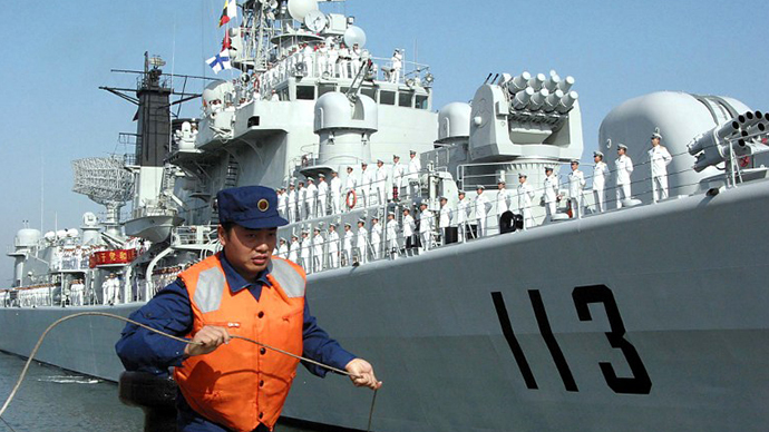 FILE PHOTO. A Chinese sailor prepares for the berthing of the Chinese People's Liberation Army (PLA) missile destroyer Qingdao. (AFP Photo)