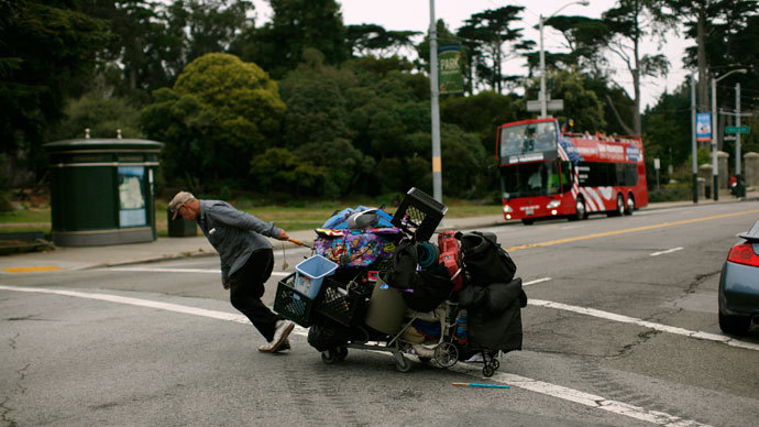 A homeless man hauls his possessions in a shopping cart in the Haight Ashbury neighborhood in San Francisco, California.(Reuters / Robert Galbraith)