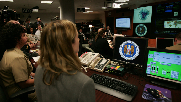 Experts man their stations at the Threat Operations Center inside the National Security Agency (NSA) (AFP Photo)