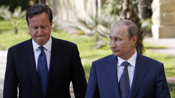 Russian President Vladimir Putin (R) and Britain's Prime Minister David Cameron (AFP Photo)