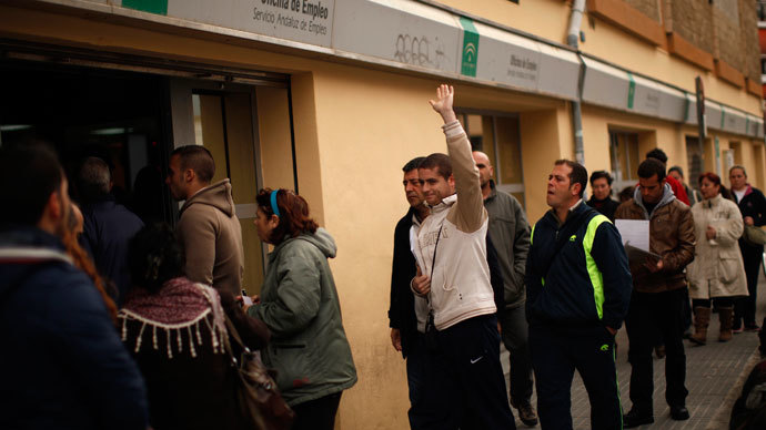 People wait in line to enter a government-run employment office in Malaga, southern Spain March 4, 2013.(Reuters / Jon Nazca)