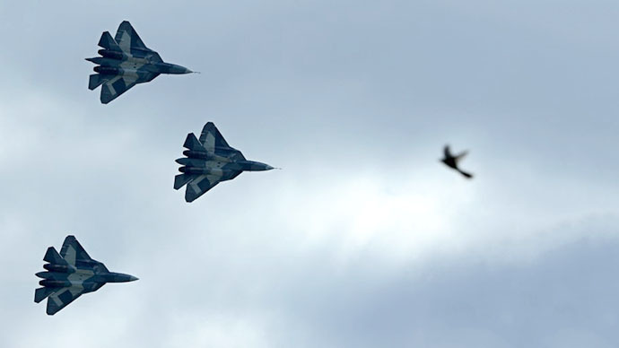Russia's stealth fighters T-50 perform during the MAKS-2013, the International Aviation and Space Show, in Zhukovsky, outside Moscow (AFP Photo / Kirill Kudryavtsev)