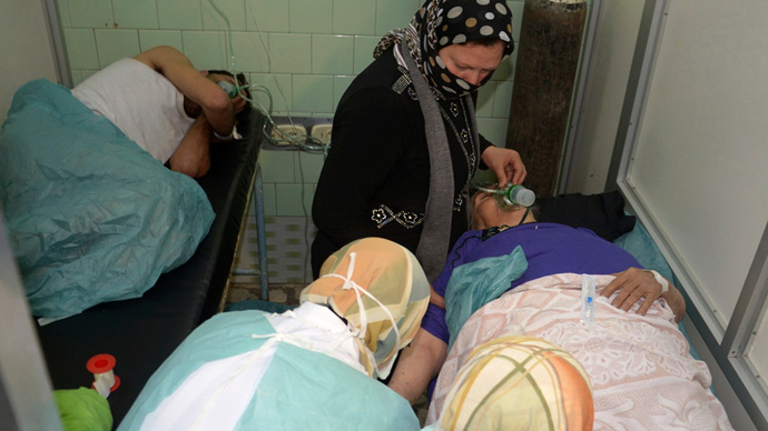 People injured in what the government said was a chemical weapons attack, breathe through oxygen masks as they are treated at a hospital in the Syrian city of Aleppo March 19, 2013 (Reuters / George Ourfalian)