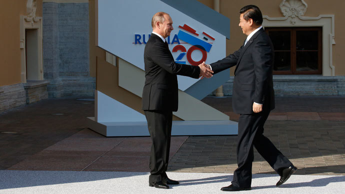 Russia's President Vladimir Putin (L) welcomes China's President Xi Jinping before the first working session of the G20 Summit in Constantine Palace in Strelna near St. Petersburg, September 5, 2013.(Reuters / Grigory Dukor)