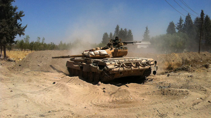 A Syrian army tank maneuvers in the Eastern Ghouta area on the northeastern outskirts of Damascus on August 30, 2013.( AFP Photo / Sam Skaine)