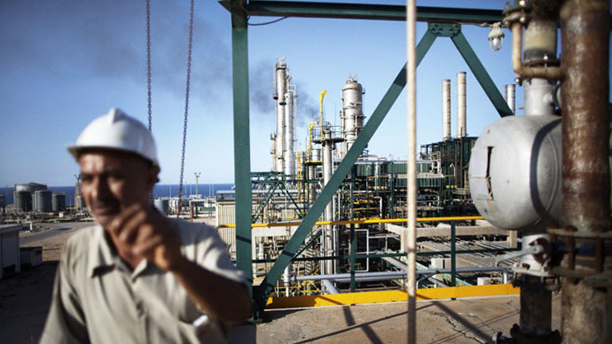 A worker at the Zawiya Oil Refinery, some 40 kms west of Tripoli (AFP Photo / Marco Longari)