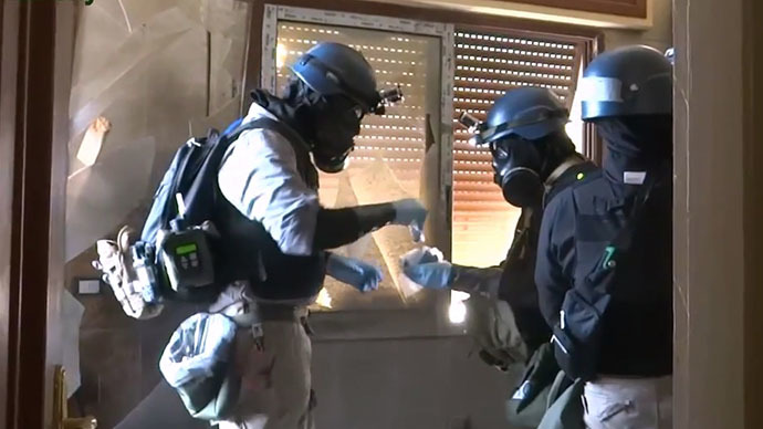 United Nations (UN) arms experts collecting samples as they inspect the site where rockets had fallen in Damascus' eastern Ghouta suburb during an investigation into a suspected chemical weapons strike near the capital. (AFP Photo / Youtube / Arbeen Unified Press Office)