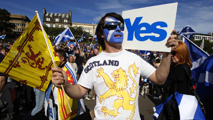 Demonstrators take part in a pro-independence rally in Princes Street gardens in Edinburgh, Scotland September 22, 2012. (Reuters/David Moir)