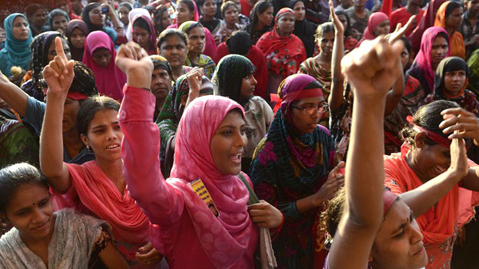 Bangladeshi garment workers shout slogans during a protest on wage increases in Dhaka on September 21, 2013. (AFP Photo / Munir Uz Zaman)