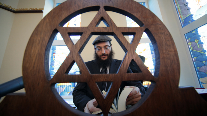 Rabbi Gorin Borukh at the opening of a synagogue in the town of Malakhovka near Moscow (RIA Novosti / Marina Lisceva)