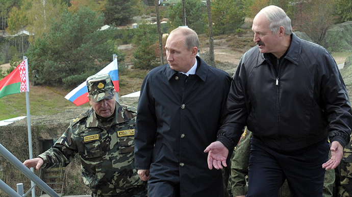 Presidents Vladimir Putin of Russia and Alexander Lukashenko (right) of Belarus at joint military exercises at the Gozhsky range in Belarus.  September 26, 2013. (RIA Novosti / Alexei Druzhinin)