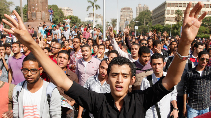 Cairo university students and members of the Muslim Brotherhood shout slogans against the military in front of Cairo University in Cairo, October 8, 2013 (Reuters / Mohamed Abd El Ghany)