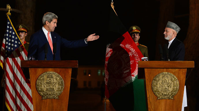 US Secretary of State John Kerry (L) gives a press conference on October 12, 2013 with Afghan President Hamid Karzai at the presidential palace in Kabul.(AFP Photo / Massoud Hossaini)