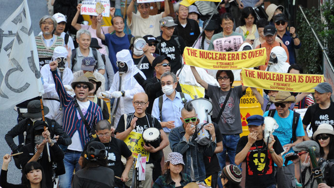 Protestors hold placards and shout slogans during an anti nuclear demonstration in Tokyo on October 13, 2013.(AFP Photo / Rie Ishii)