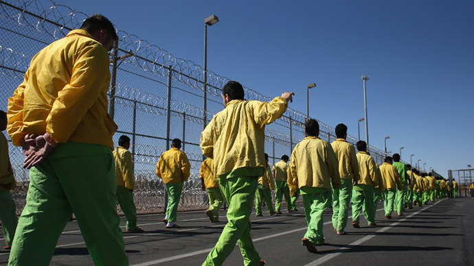 Immigrant detainees walk through the Immigration and Customs Enforcement (ICE), detention facility. (AFP Photo / John Moore)