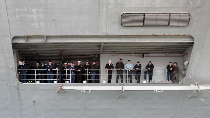 Soldiers of U.S. aircraft carrier USS John C. Stennis (Reuters / Jo Yong-Hak)
