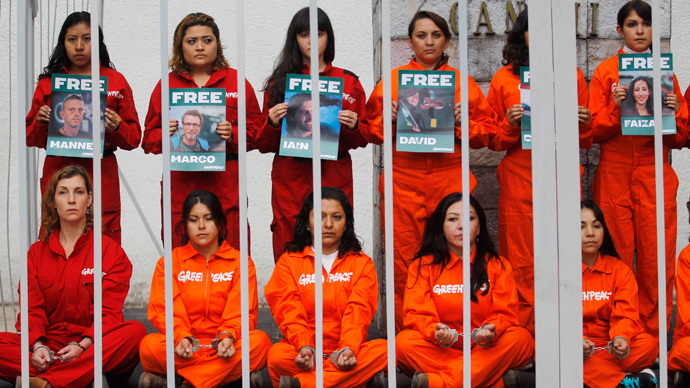 Greenpeace activists protest inside a mock prison cell, in support of fellows activists who were detained on the boat Arctic Sunrise, during a rally at the Mahatma Gandhi monument in Mexico City October 18, 2013 (Reuters / Edgard Garrido)