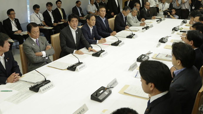 Japanese Prime Minister Shinzo Abe (3RD-L) speaks during a joint-meeting by Nuclear Emergency Response Headquarters and Nuclear Power Disaster Management Council at the prime minister's official residence in Tokyo (AFP Photo)
