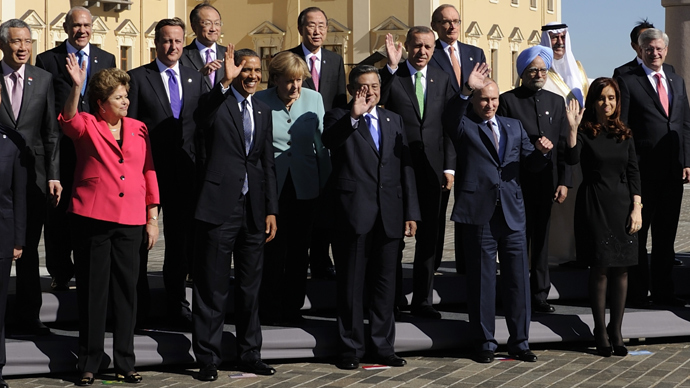 G20 leaders pose for the family picture during the G20 summit in Saint Petersburg on September 6, 2013 (AFP Photo)