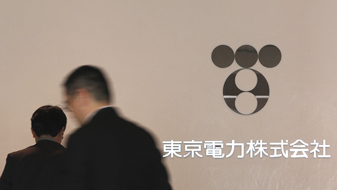 Logo of the Tokyo Electric Power Company, Inc. is seen at the company's head office in Tokyo (Reuters / Issei Kato)