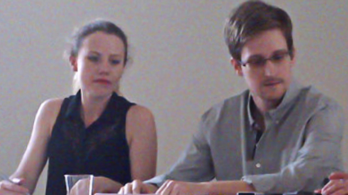 US National Security Agency (NSA) fugitive leaker Edward Snowden (R) during a meeting with rights activists, with among them Sarah Harrison of WikiLeaks (L), at Moscow's Sheremetyevo airport, on July 12, 2013.  (AFP Photo / Tanya Lokshina / Human Rights Watch)