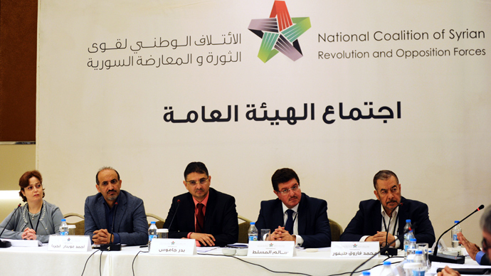 Members of the Syrian National coalition (SNC) attend a meeting of the National Coalition on November 9, 2013, in Istanbul (AFP Photo / Bulent Kilic)