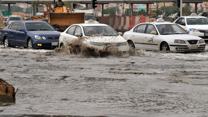 Cars drive through a flooded street in northern Riyadh, on November 17, 2013, after heavy rains fell overnight in the Saudi capital, caused floods and traffic jams which forced the Saudi Eduction Ministry to suspend studies in schools and universities for one day (AFP Photo / Fayez Nureldine)