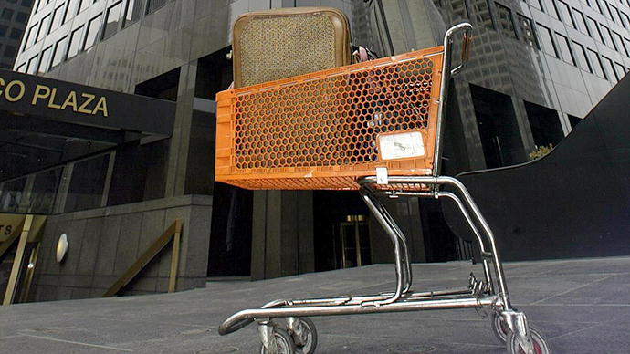 The belongings of a homeless man stand in a cart (AFP Photo / Hector Mata)
