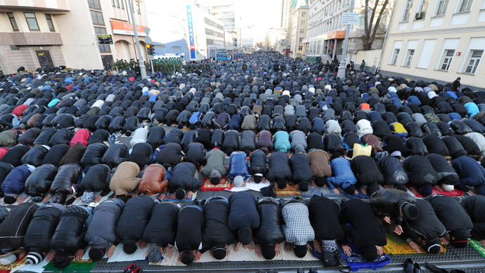 Muslim believers attend a religious ceremony near Moscow Congregational Mosque on Prospekt Mira on the holiday of Eid al-Adha, the Festival of Sacrifice, also known as Kurban Bairam. (RIA Novosti/Iliya Pitalev)
