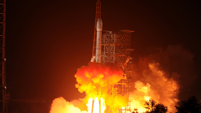 The Chang'e-3 rocket carrying the Jade Rabbit rover blasts off, from the Xichang Satellite Launch Center in the southwest province of Sichuan on December 2, 2013 (AFP Photo / STR)