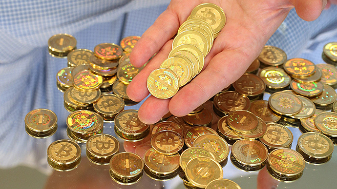 Software engineer holds physical Bitcoins (AFP Photo / George Frey)