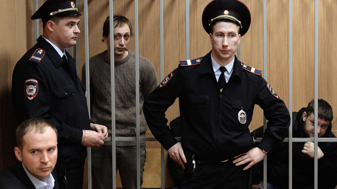 Bolshoi ballet dancer Pavel Dmitrichenko, background left, accused of organizing an attack on the Bolshoi Theatre's artistic director Sergei Filin, in the hearing room of Meshchansky district court in Moscow (RIA Novosti/Maksim Blinov)