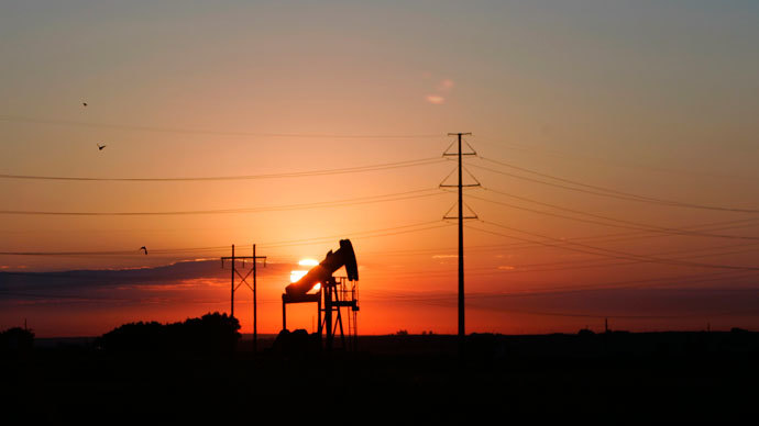 An oil well is seen at dawn near Fort Lupton, Colorado.(Reuters / Rick Wilking)