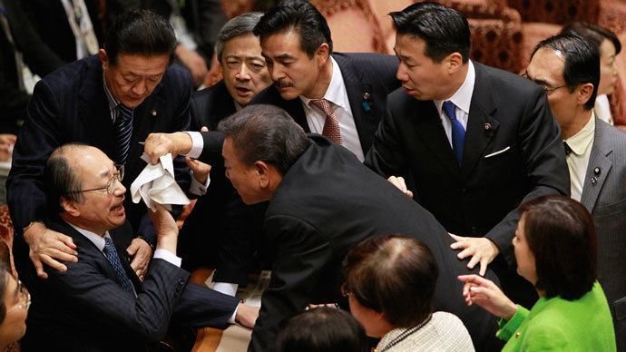 Masaharu Nakagawa (bottom, L), chairman of the Upper House Special Committee on National Security, is surrounded by lawmakers during a vote on a state secrets act at the parliament in Tokyo December 5, 2013.(Reuters / Yuya Shino)