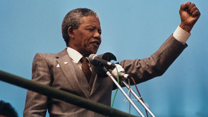Nelson Mandela raises his fist to the crowd in Port Elizabeth, April 1, 1990. (Reuters / Juda Ngwenya)