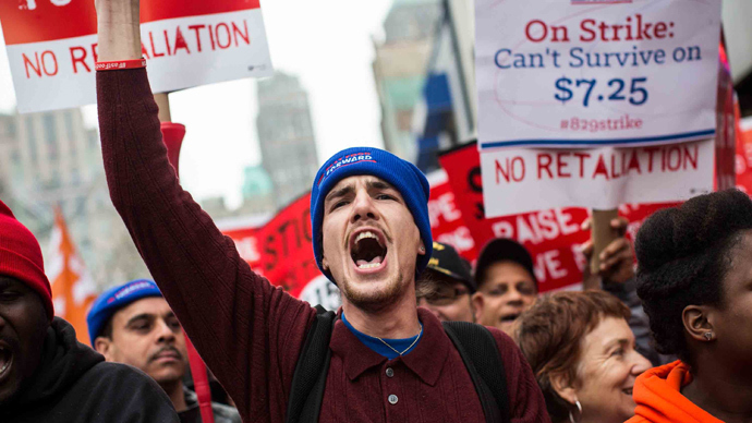 Protesters rally outside of a Wendy's in support of raising fast food wages from $7.25 per hour to $15.00 per hour on December 5, 2013 in the Brooklyn borough of New York City. (Andrew Burton / Getty Images / AFP)