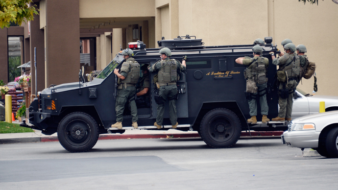 Los Angeles County Sheriff's SWAT team members (Reuters / Kevork Djansezian)