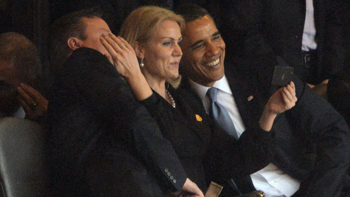 US President Barack Obama (R) and British Prime Minister David Cameron pose for a selfie picture with Denmark's Prime Minister Helle Thorning Schmidt (C) during the memorial service of South African former president Nelson Mandela at the FNB Stadium (Soccer City) in Johannesburg on December 10, 2013. (AFP Photo / Roberto Schmidt)