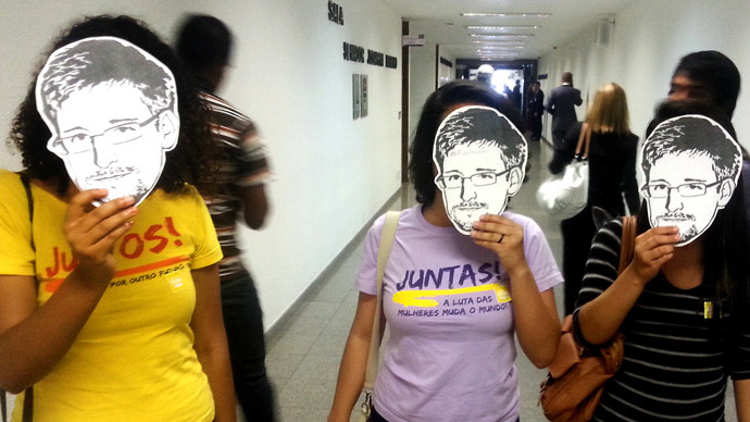 Members of the Youngs Together activist group pose with masks of Edward Snowden, former US National Security Agency contractor, during a public hearing of Brazil-based Guardian reporter Glenn Greenwald, at the Brazilian Senate's foreign relations committee, in Brasilia, on August 6, 2013. (AFP Photo/Moises Avila)