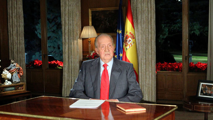 Spanish King Juan Carlos speaks during his traditional Christmas message at Zarzuela Palace in Madrid December 24, 2013.(Reuters / Andres Ballesteros)