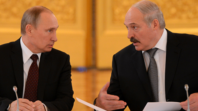 Russia's President Vladimir Putin (L) and his visiting Belarus counterpart Alexander Lukashenko speak during their meeting in the Kremlin in Moscow, on December 25, 2013 (AFP Photo / Kirill Kudryavtsev)