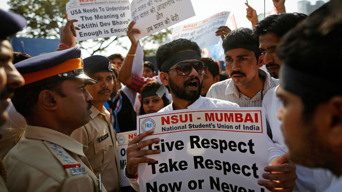 Members of the National Students Union of India (NSUI), the student wing of India's ruling Congress party, are stopped by policemen during a protest in front of the U.S consulate in Mumbai December 20, 2013.(Reuters / Danish Siddiqui)