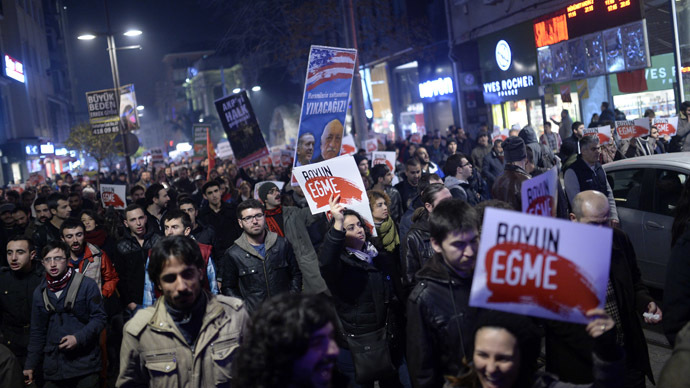 People hold up placards as they take part in a protest against corruption in the Kadikoy district of Istanbul on December 25, 2013. (AFP Photo/Bulent Kilic)