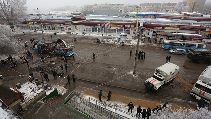 Agents of law enforcement and operative services work at the site of an explosion on a trolleybus near Kachinsky Market in Volgograd. (RIA Novosti)