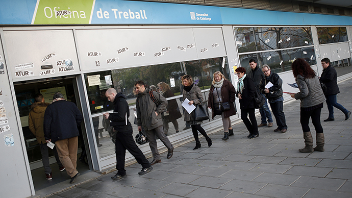 People line up at an employment office in Badalona, near Barcelona, December 3, 2013. (Reuters / Albert Gea)