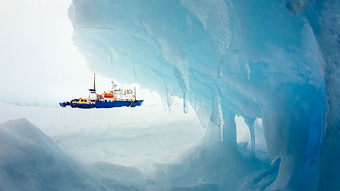This image taken by expedition doctor Andrew Peacock of www.footloosefotography.com on December 30, 2013 shows the ship MV Akademik Shokalskiy still stuck in the ice off East Antarctica, as it waits to be rescued. (AFP Photo)