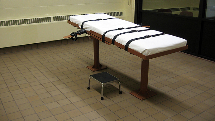 "The witness room facing the execution chamber of the ""death house"" at the Southern Ohio Correctional Facility in Lucasville, Ohio. (AFP Photo / Caroline Groussain)"